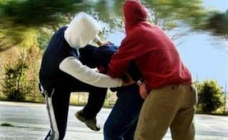 """Bullismo a Roma, 12enne aggredito dai compagni di scuola: """"Picchiato perché egiziano"""""""