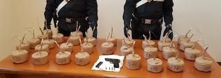 Ostia, lancia bomba carta contro casa dell'ex ragazza: in casa aveva un vero e proprio arsenale