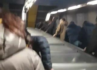 Metro B di Roma: scala mobile della Stazione Policlinico rotta, i passeggeri cadono