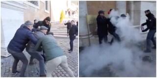 Paura in Campidoglio: lavoratore di Capannelle si cosparge di benzina e tenta di darsi fuoco