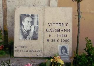 """Perché sulla tomba di Vittorio Gassman al cimitero del Verano c'è scritto: """"Non fu mai impallato"""""""
