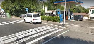 Roma, sparatoria a un distributore di benzina ad Arco di Travertino: un ferito