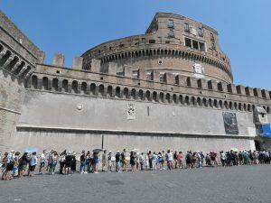 Fila davanti a Castel Sant'Angelo, Roma