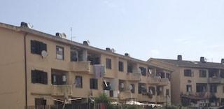 Ancora irrintracciabile la mamma del bimbo di 2 mesi morto in culla nel ghetto di Ardea