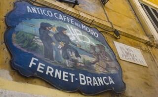 """""""Che te rode, 'a piazzetta o er vicolo der Moro?"""": perché in dialetto romanesco si dice così?"""