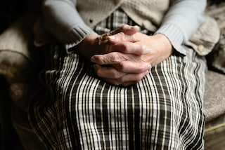 Gaeta, finge di essere amico del nipote: 47enne ruba ad anziana risparmi e ricordi di una vita