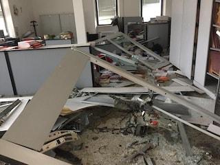 Sperlonga, banditi fanno esplodere un bancomat: devastata anche la sede del comune