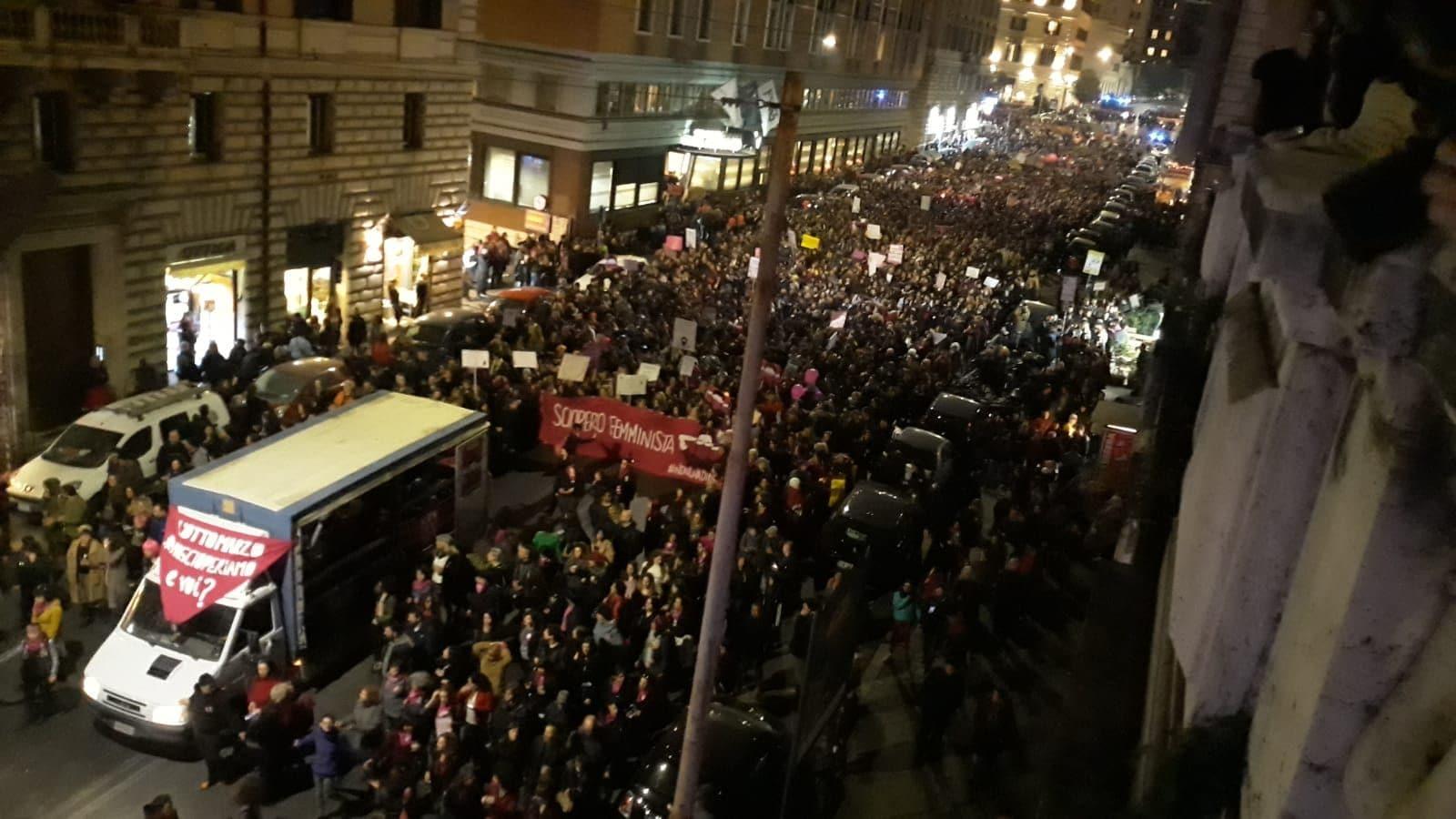 La manifestazione in via Cavour, foto @DinamoPress