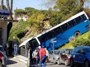 Cotral finisce fuori strada a Grottaferrata