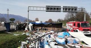 Incidente stradale sull'autostrada Roma-Napoli, un morto: A1 invasa da sacchi