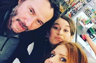 Keanu Reeves fa shopping a Roma: il selfie con le commesse