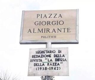 Piazza Giorgio Almirante a Ladispoli, non si fermano le proteste: comparso nuovo cartello