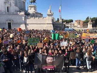 """Anche a Roma migliaia di studenti in marcia per salvare il pianeta: """"Stop al cambiamento climatico"""""""