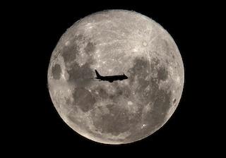Superluna ed Equinozio di Primavera: occhi al cielo la notte tra il 20 e il 21 marzo