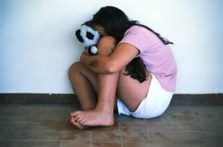 Abusi sessuali su una bimba disabile: pedofilo condannato a nove anni di carcere
