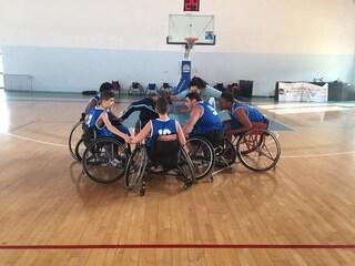 """Gli """"Audaci Boys"""", quando una carrozzina aiuta dei ragazzi disabili a fare canestro"""