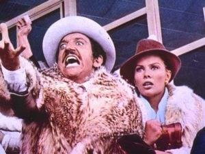 """Gigi Proietti e Nikki Gentile in una scena del film """"Febbre da cavallo"""" (1976)"""