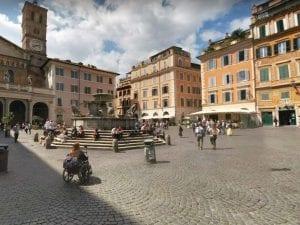 La fontana di piazza Santa Maria in Trastevere a Roma – Foto Google Maps