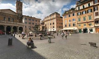 Turista francese si tuffa nella fontana di Trastevere: dovrà pagare 450 euro di multa
