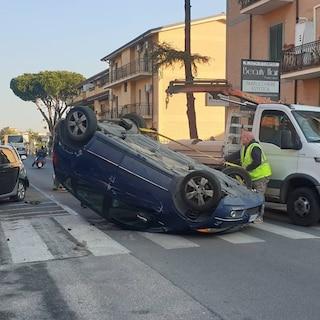 Grave incidente a Ciampino: auto perde il controllo e si ribalta, polizia sul posto