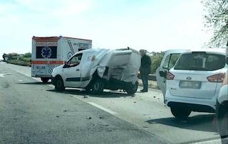 Via Pontina, incidente tra tir e furgoncino: strada chiusa, traffico in tilt