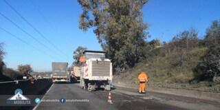 Traffico in tilt sulla Pontina per lavori in corso, auto deviate sulla complanare