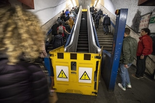 Metro di Roma, scala mobile rotta alla stazione Termini: chiuse Spagna, Barberini e Repubblica