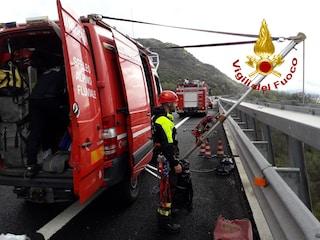 Suicidio sulla A24 a Roviano: uomo si getta dal viadotto dell'autostrada