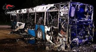 Roma, autobus Cotral prende fuoco: l'autista mette in salvo tutti i passeggeri