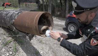 Droga nascosta tra i cespugli e nelle tubature: 19 arresti alle porte di Roma