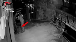 Roma, tentano di scardinare un bancomat alla Camilluccia: rapinatori arrestati dopo un inseguimento
