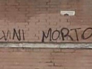 La scritta 'Salvini morto' apparso sulle mura della città universitaria a Roma