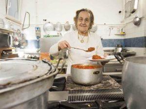 È morta la sora Pina, la cuoca del ristorante Biondo Tevere: fu l'ultima a vedere Pasolini vivo