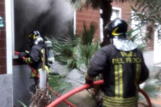 Santa Marinella, a fuoco una villetta vicino la via Aurelia: non ci sono feriti