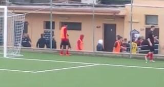 Arbitro aggredito a San Basilio per aver sospeso la partita: preso a calci dopo caccia all'uomo