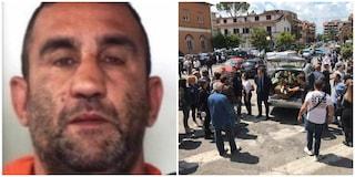 """Funerali di Lorenzo Sciacquatori ucciso dalla figlia Deborah, c'è chi urla: """"Sei un grande"""""""