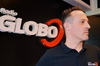 Chiama in diretta a Radio Globo e annuncia il suicidio: un dj eroe lo salva insieme alla polizia