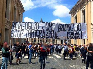 Lo striscione esposto dai militanti di Forza Nuova a San Pietro