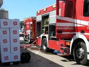 Incendio alla fabbrica Crik Crok di Pomezia – foto vigili del fuoco Il Caffè