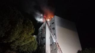"""Roma, incendio in un palazzo del Comune a via Palombini. I comitati: """"Stabili fatiscenti"""""""
