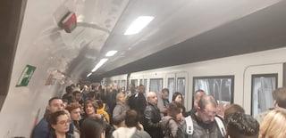 Metro A rallentata tra Spagna e Manzoni per guasto tecnico: passeggeri costretti a scendere