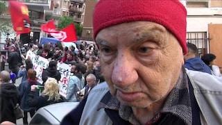 """Casal Bruciato, il partigiano che ha suonato 'Bella ciao': """"Rom hanno diritto a vivere in pace"""""""