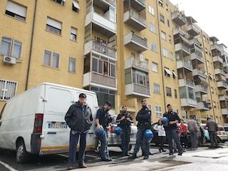 A Torre Angela insegnanti e genitori presidiano la casa assegnata a una mamma rom