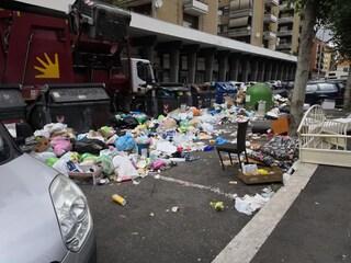 Rifiuti a Roma, ferie finite: immondizia nelle Marche per scongiurare l'emergenza