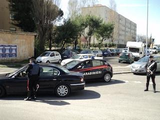 Tor Bella Monaca, pusher sorpreso dai carabinieri li prende a testate per scappare: arrestato