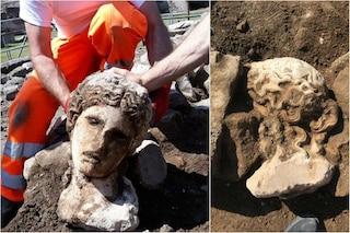 Fori Imperiali, dagli scavi di via Alessandrina riemerge una bellissima testa femminile di marmo