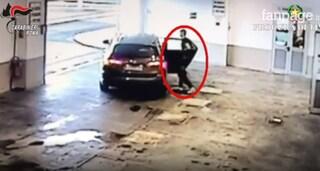 Ladro 16enne ferito durante rapina a Monterotondo: le immagini di quando viene lasciato in ospedale