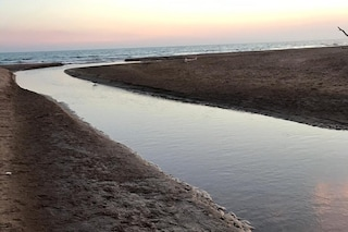 Anzio, versate sostanze tossiche nel mare a Lido dei Pini: si cerca il responsabile