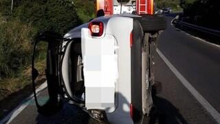 Santa Marinella, si ribalta a bordo della sua macchina: ferita una donna
