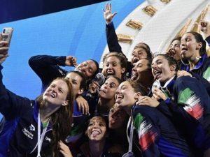 Il Setterosa, la nazionale femminile di Pallanuoto, ieri ha vinto la medaglia d'argento alla World Leauge